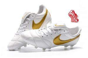 รองเท้าบอล Nike