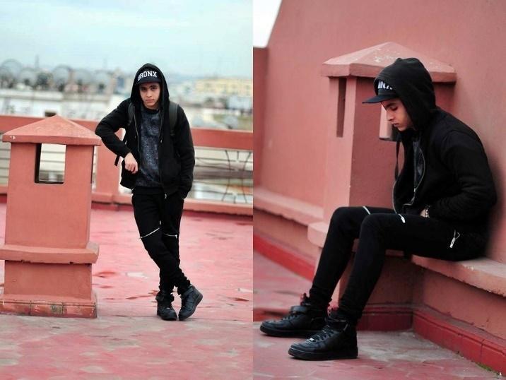 รีวิวรองเท้า รองเท้าผ้าใบสีดำ