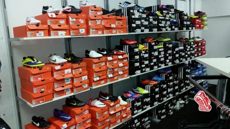 รองเท้าฟุตบอล รองเท้าสตั๊ดลดราคา